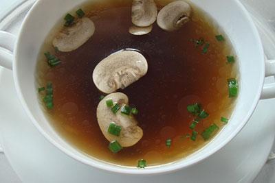 Consommé aux champignons recept